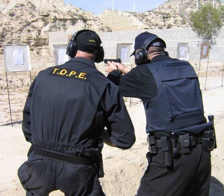 TIRO DEFENSIVO POLICIAL EN ENTORNO URBANO